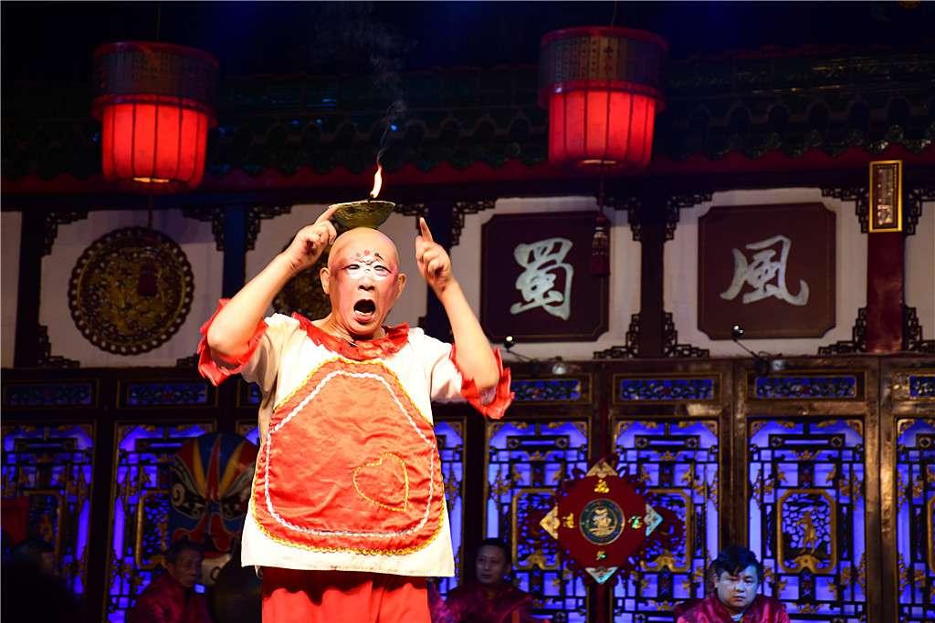 喂熊猫 赏川剧 住六善 青城弟子讲道…原来成都可以玩得这么巴适!
